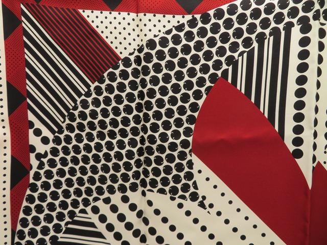 LOUIS VUITTON ルイ・ヴィトン スカーフ グラフィックパッチワーク ホワイト×ブラック シルク HH【472】