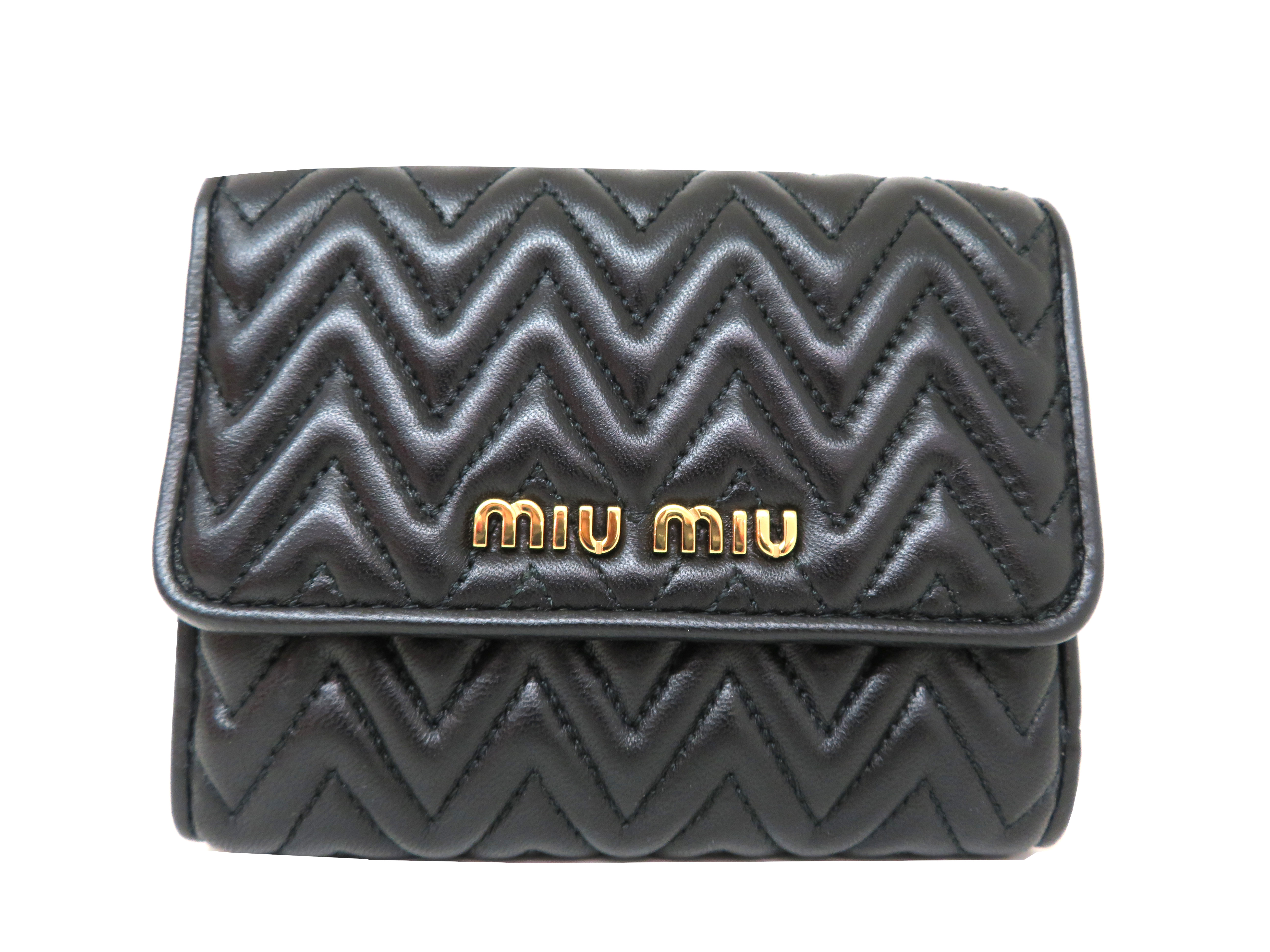 miumiu ミュウミュウ 財布 Wホックコンパクト財布 ブラック ラムスキン 5MH523 【204】